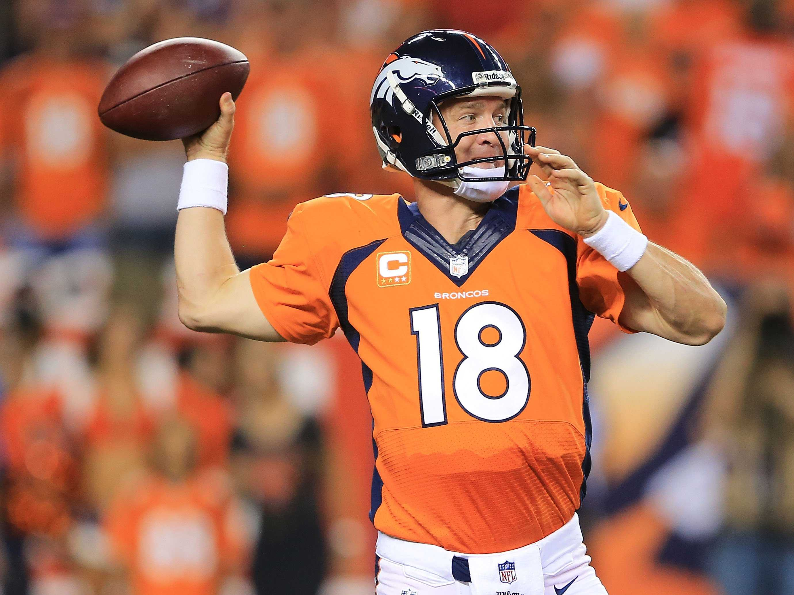 PEytonMAnningThrowing