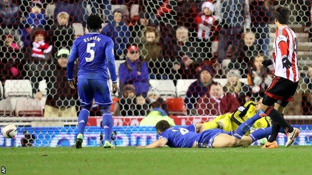 Chelsea stumbles at Sunderland's home field