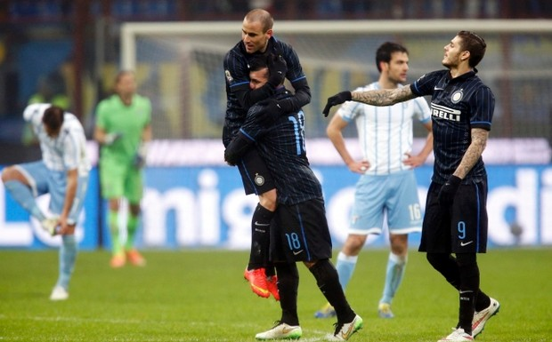 Inter+Milan's+Rodrigo+Palacio+(C,+top)+celebrates+with+his+team+mates+Gary+Medel