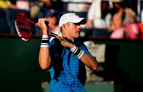 Local favorite John Isner crashes out (photo: tenniscourtsmap.com)