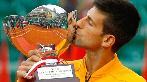 Novak Djokovic embraces the trophy (photo: cp24)
