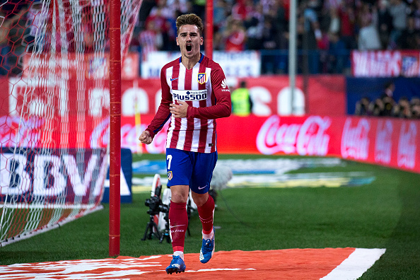 MADRID, SPAIN - NOVEMBER 08:  Antoine Griezmann of Atletico de Madrid celebrates scoring their opening goal during the La Liga mathc bewteen Club Atletico de Madrid and Real Sporting de Gijon at Vicente Calderon Stadium on November 8, 2015 in Madrid, Spain.  (Photo by Gonzalo Arroyo Moreno/Getty Images)