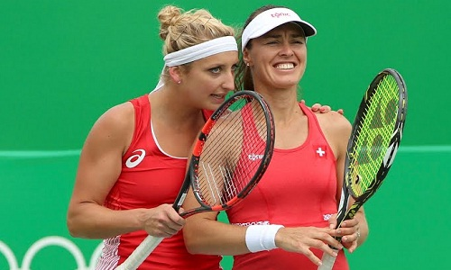 Hingis (R) and Bacsinszky in action at the Olympics (courtesy: rio2016.com)