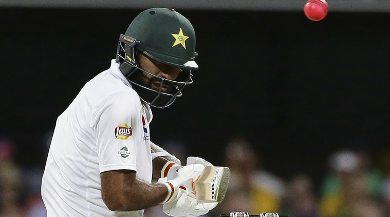 Pakistan chases 490 runs in 2nd innings at the Gabba