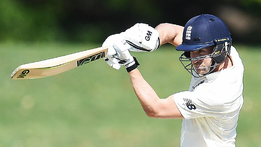 England scored 302 runs in 1st innings at the Gabba