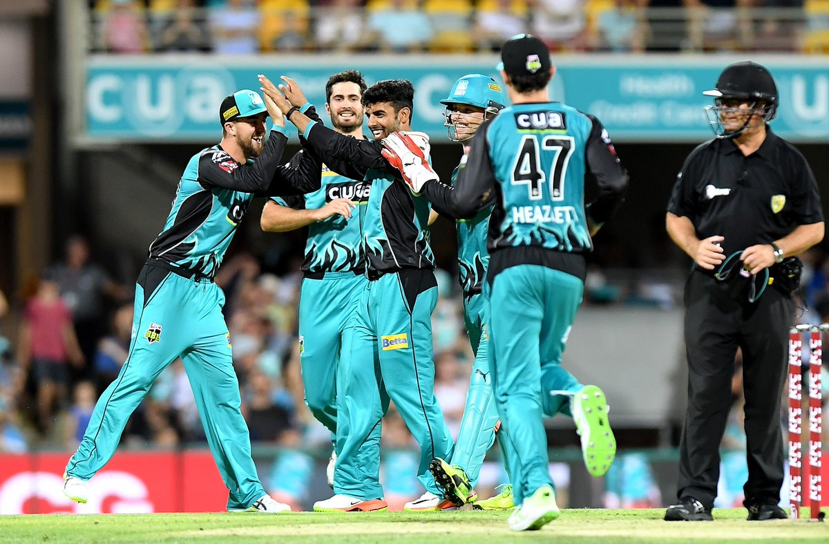 Brisbane Heat won against Sydney Thunder by 6 wickets