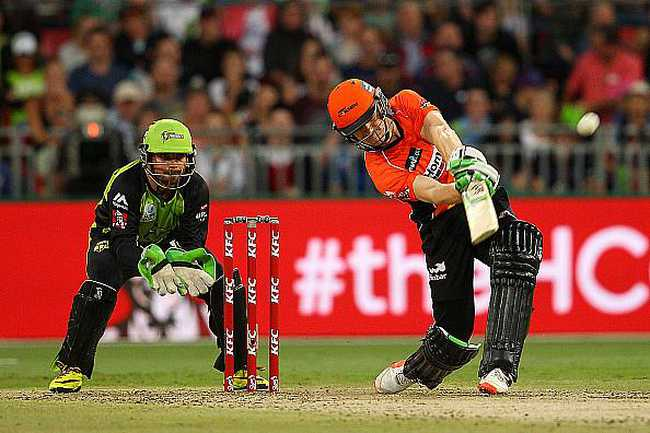 Sydney Thunder beat Scorchers by 3 runs