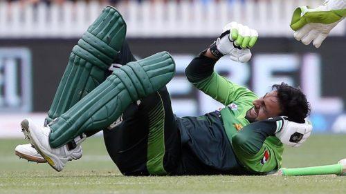 New Zealand beat Pakistan by five wickets in fourth ODI