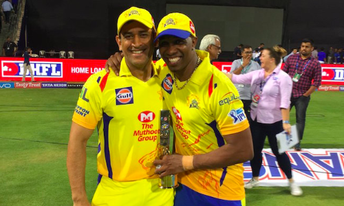 Dwayne Bravo Pays 'Dance' Tribute to MS Dhoni in Dressing Room